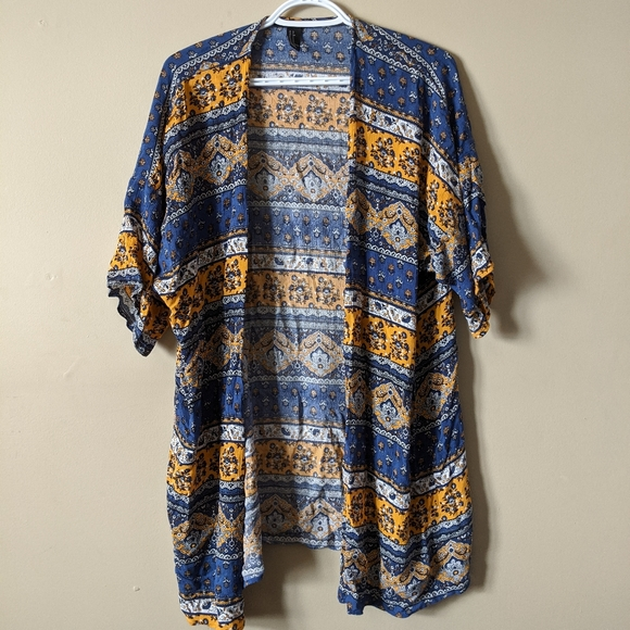 ☀️2/$20☀️ Forever 21 Patterned Cover Up
